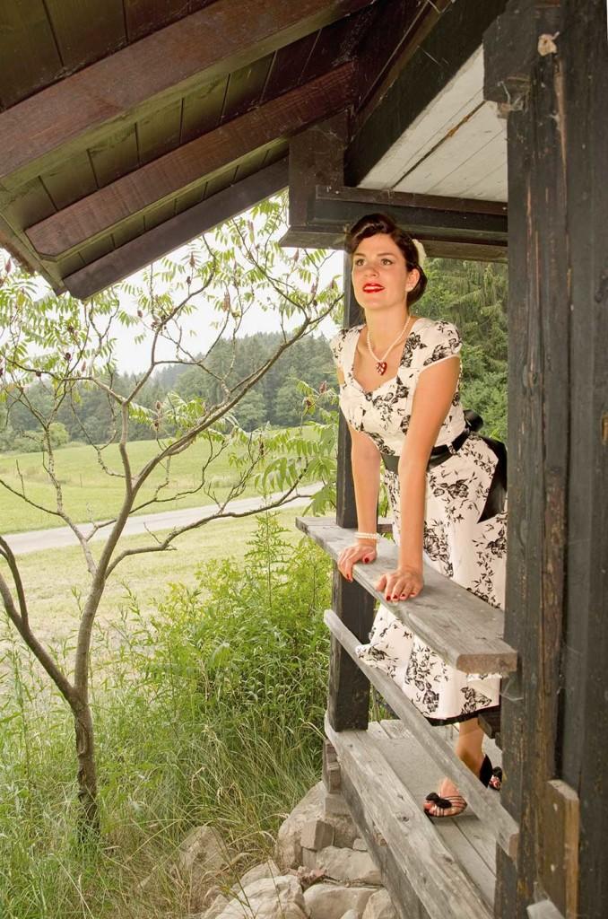 RetroCat mit Swing-Kleid und Glitter-Paradise-Kette