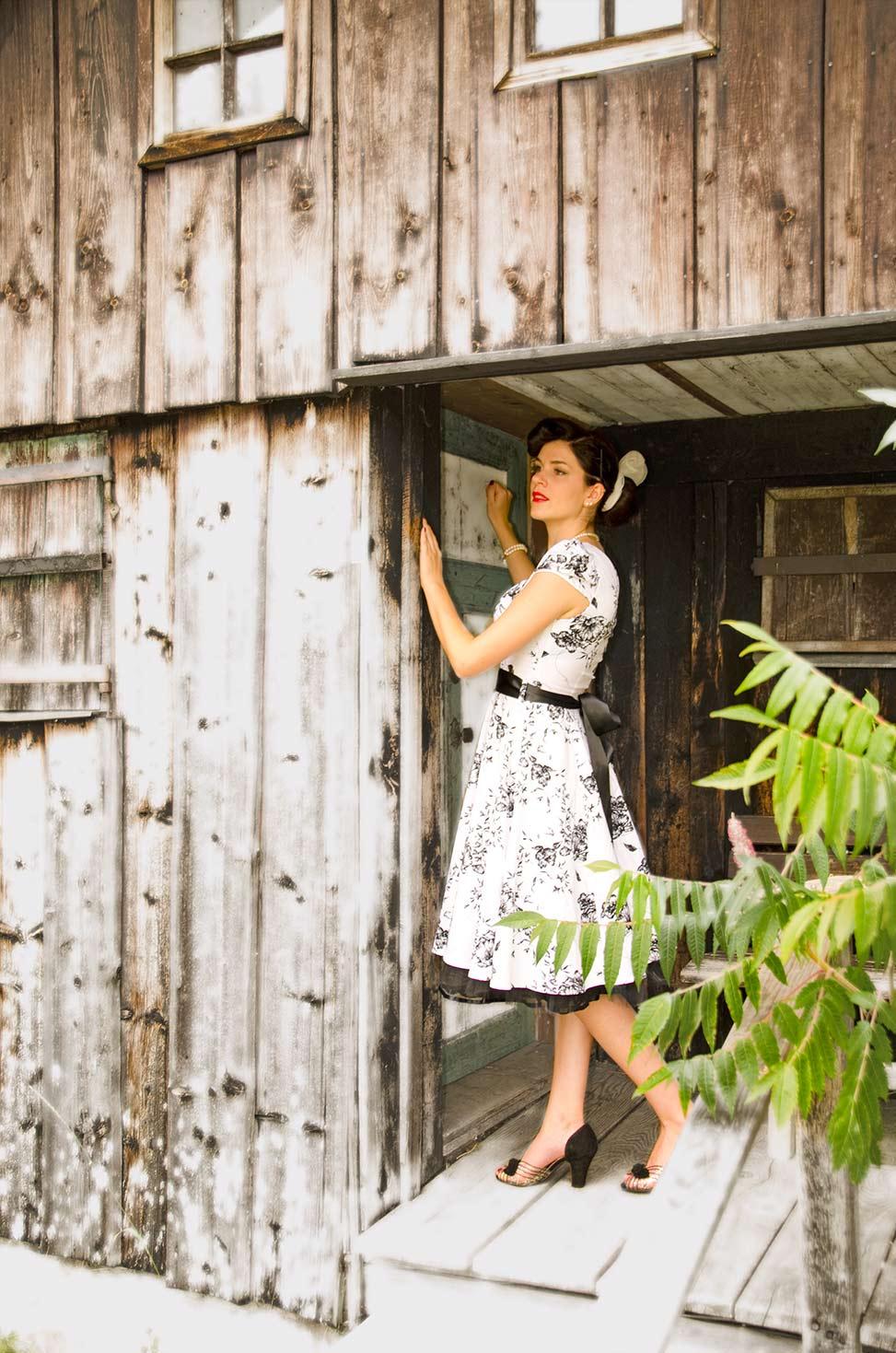 """RetroCat mit Swing-Kleid und """"Miss L Fire""""-Schuhen"""
