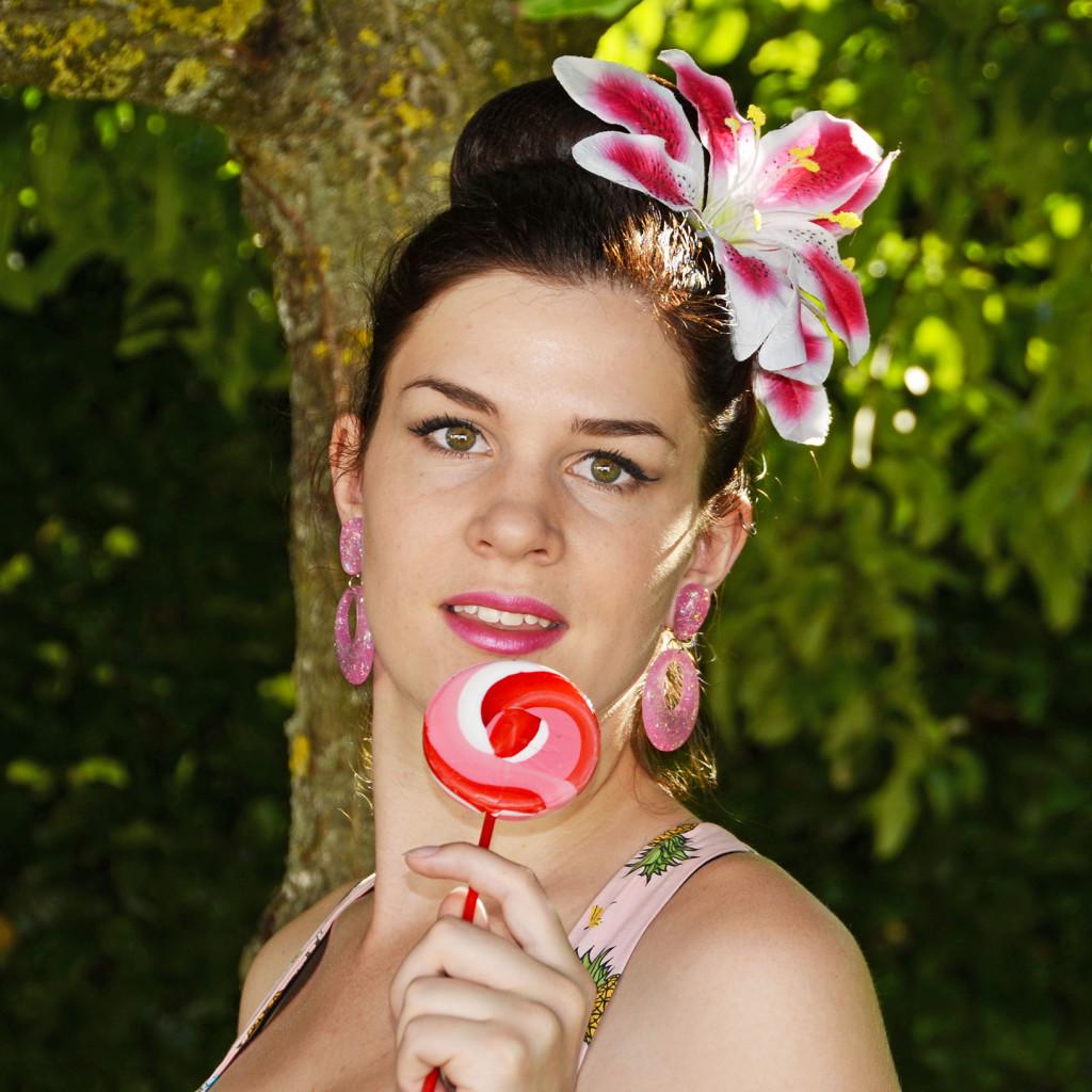 RetroCat mit pinken Ohrringen von Glitter Paradise