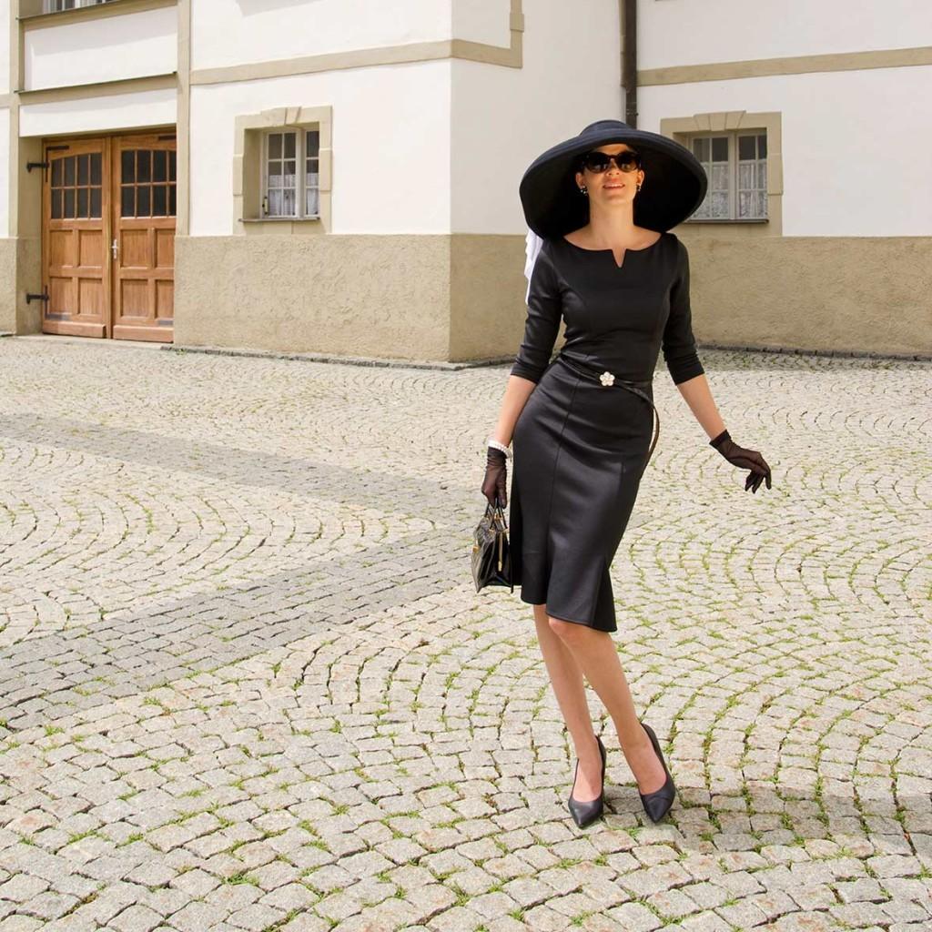 """RetroCat mit dem Hut """"Audrey Hepburn"""" von """"Mein wunderbarer Hutsalon"""""""