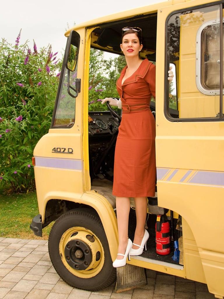 RetroCat mit dem Emma-Kleid von Daisy Dapper