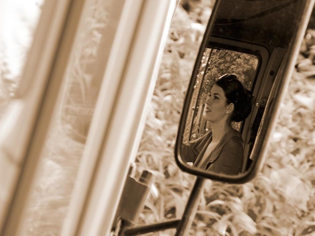 RetroCat im Rückspiegel des Mercedes-Wohnmobils