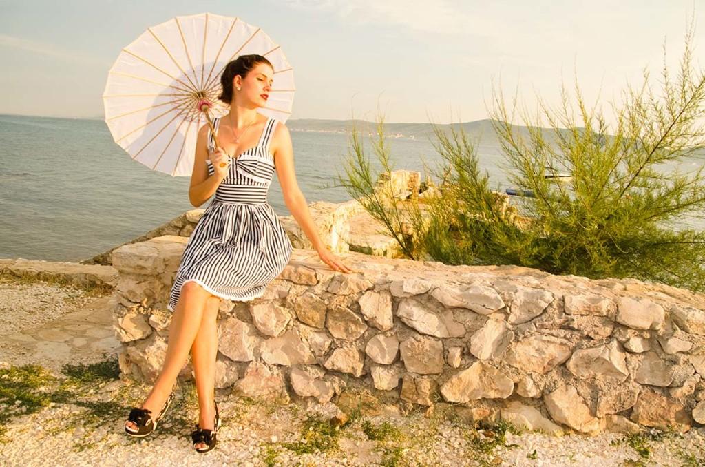 RetroCat mit Schuhen von Miss L-Fire und Hell-Bunny-Kleid