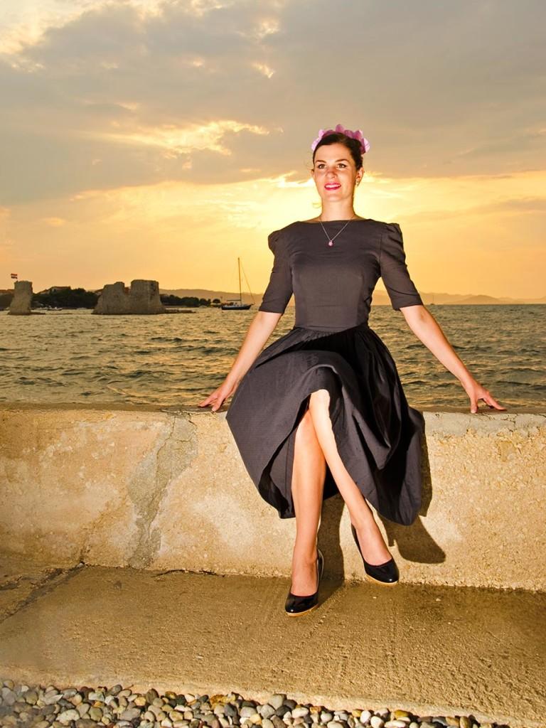 RetroCat im romantischen Kleid von Von 50'