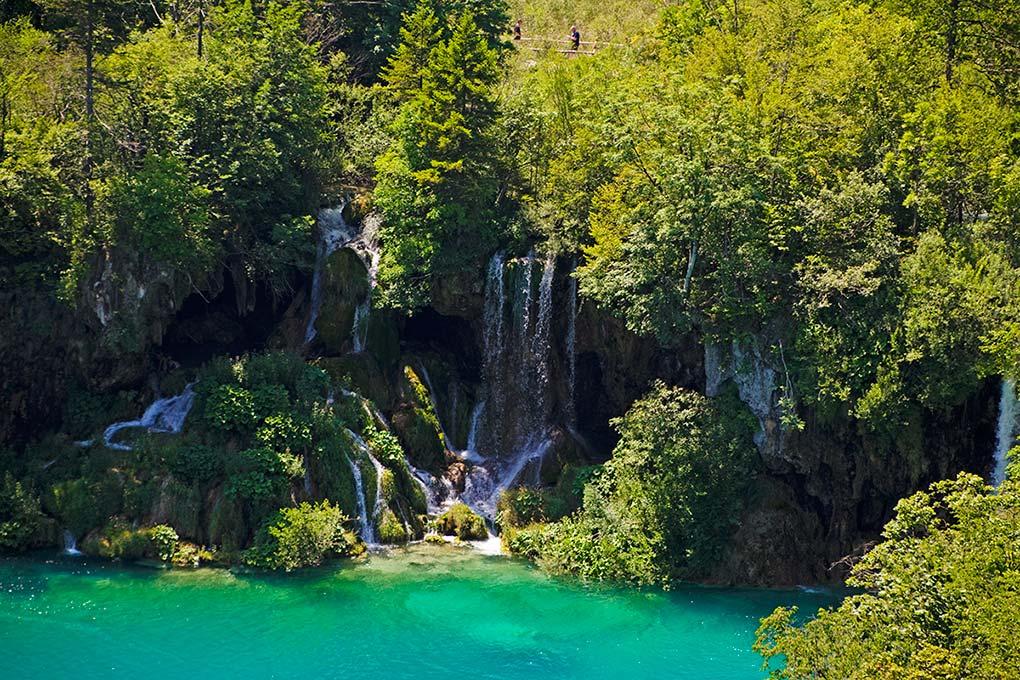 Einer der vielen Wasserfälle im Nationalpark Plitvicer Seen