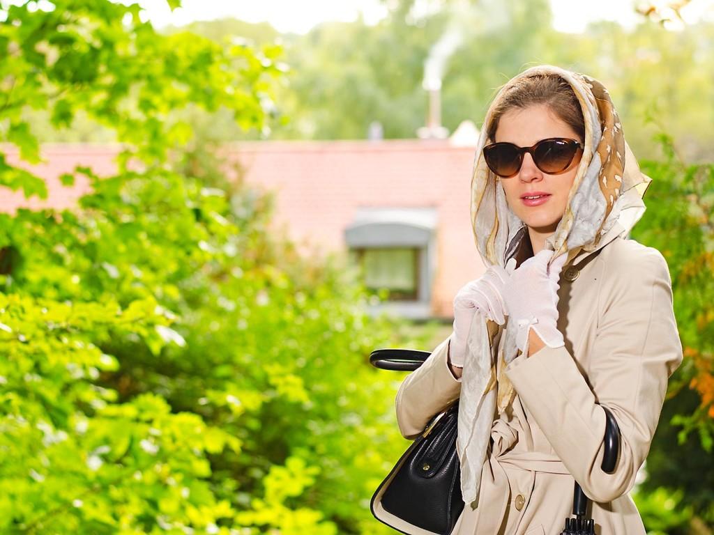 RetroCat mit Kopftuch und Sonnenbrille