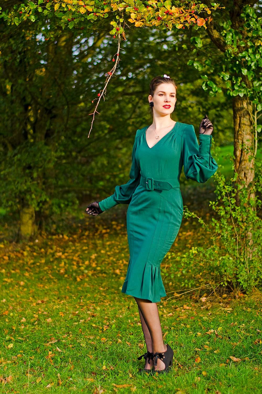 RetroCat in einem grünen Kleid von Miss Candyfloss