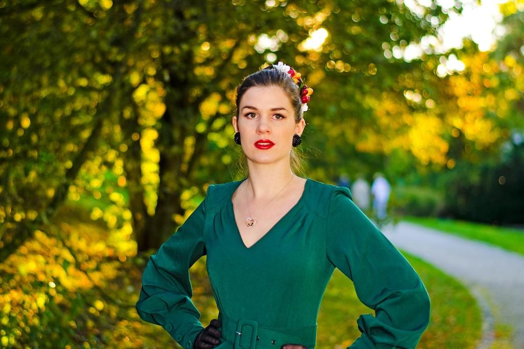 RetroCat mit Kleid von Miss Candyfloss und Ohrringen von Glitter Paradise