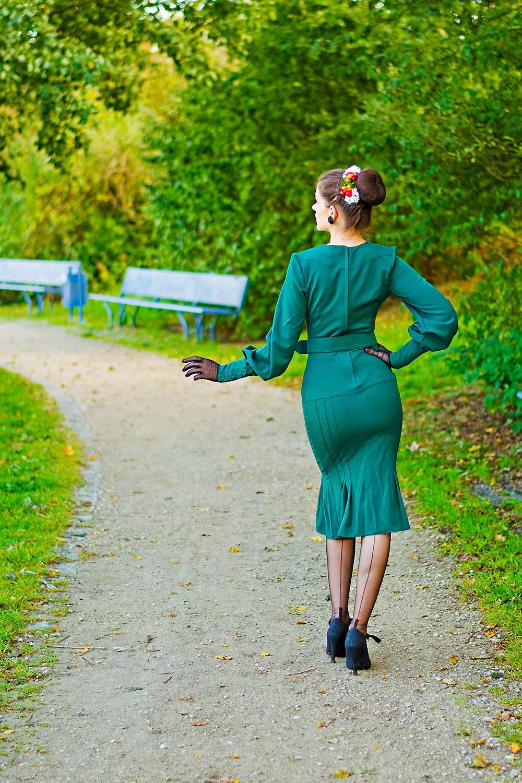 RetroCat im Kleid von Miss Candyfloss in der Rückansicht