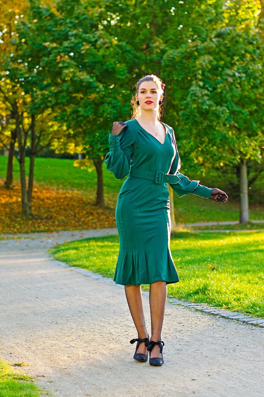 RetroCat mit einem Kleid von Miss Candyfloss und Strümpfen