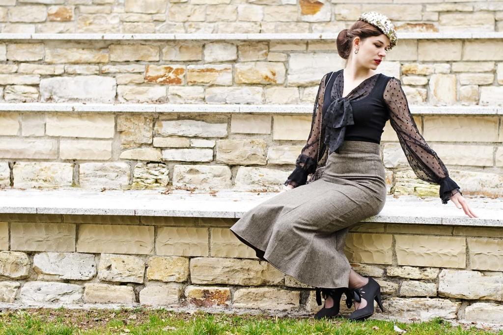 RetroCat mit einer Bluse von Morgan de Toi