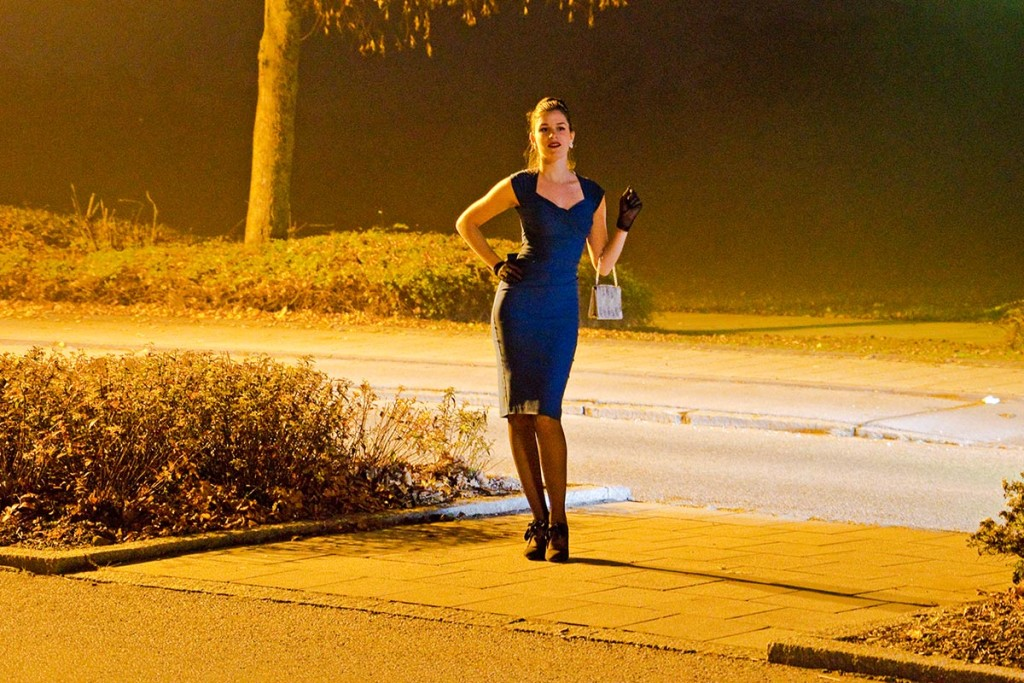 RetroCat im eng anliegenden Kleid von Stop Staring!