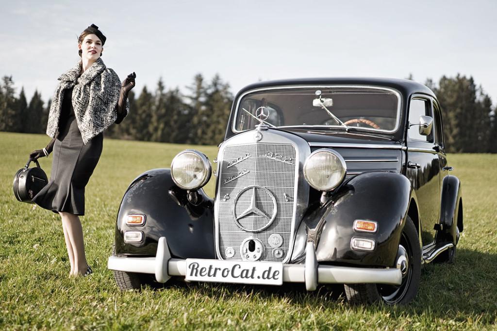 RetroCat mit einer Tasche von Banned und dem Mercedes-Benz 170 DS