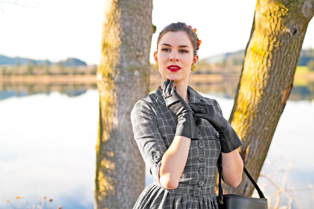 RetroCat in einem von Idda van Munster entworfenen Kleid