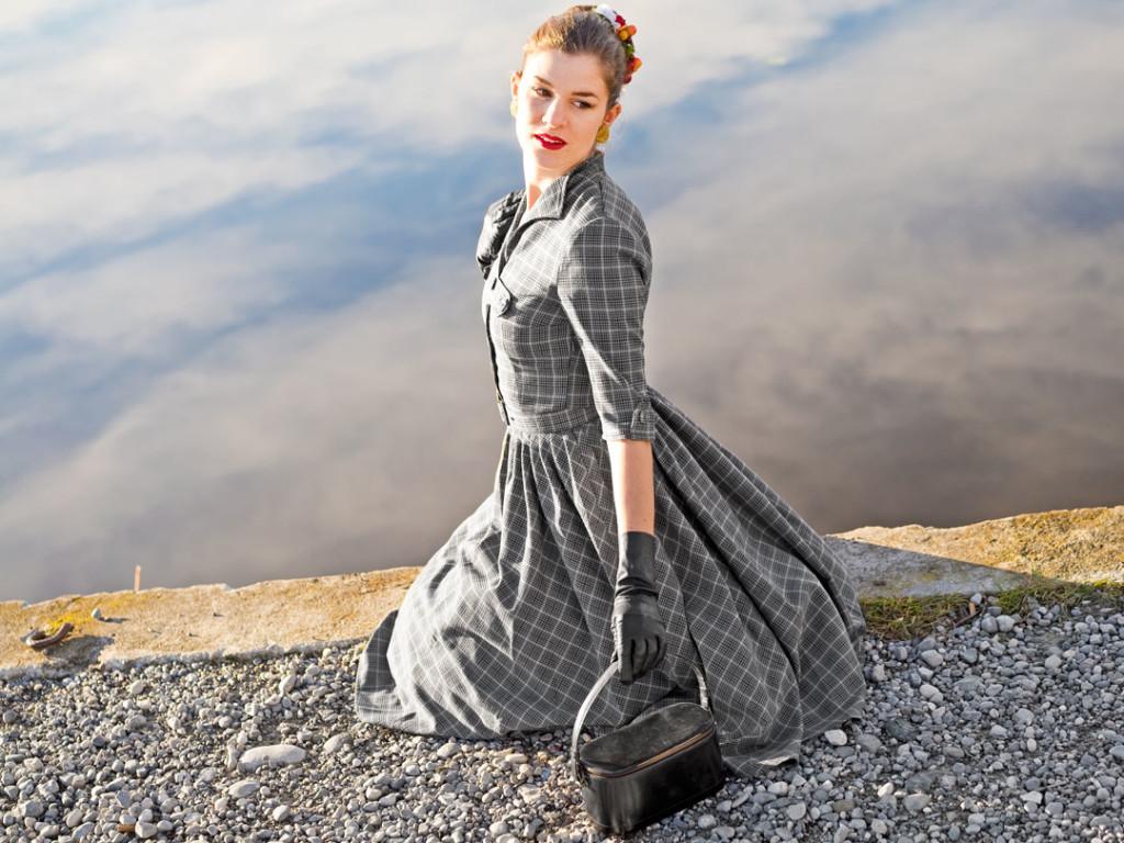RetroCat in einem Kleid von Miss Candyfloss im Vintage-Stil