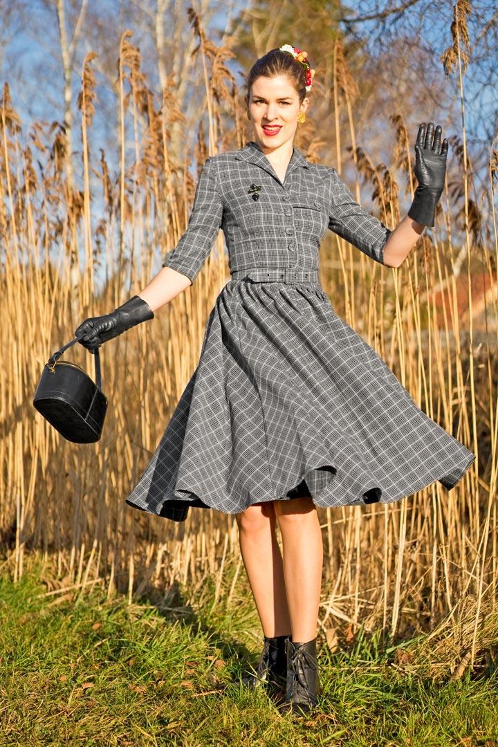RetroCat in einem Tageskleid von Miss Candyfloss