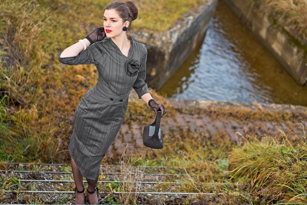 RetroCat in einem von den 50er-Jahren inspirierten Kleid