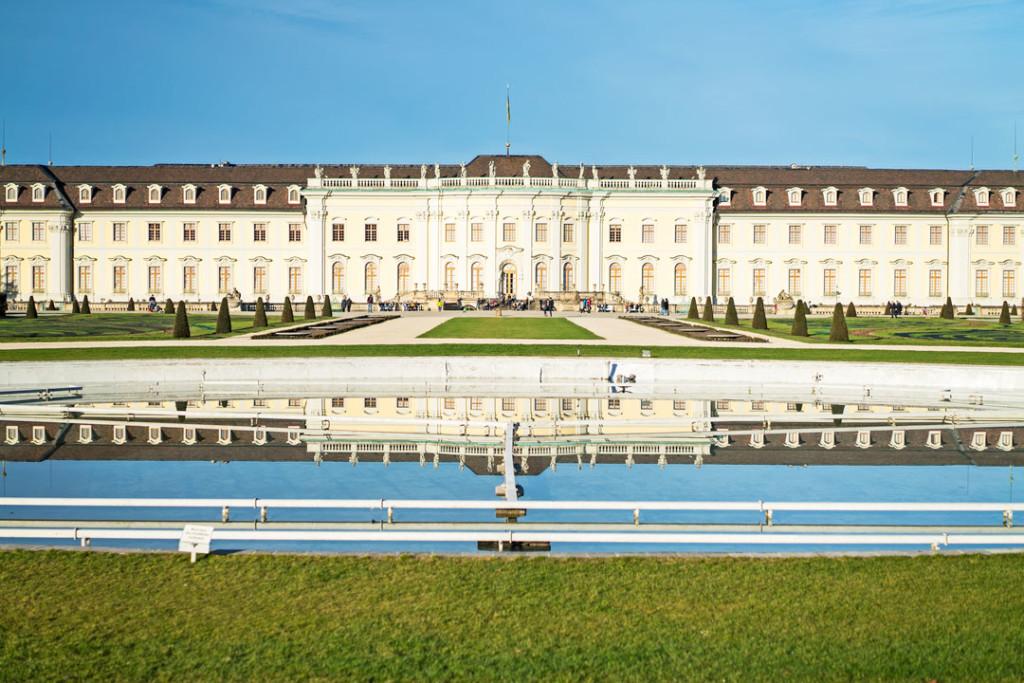Die Residenz Ludwigsburg mit Brunnenanlage