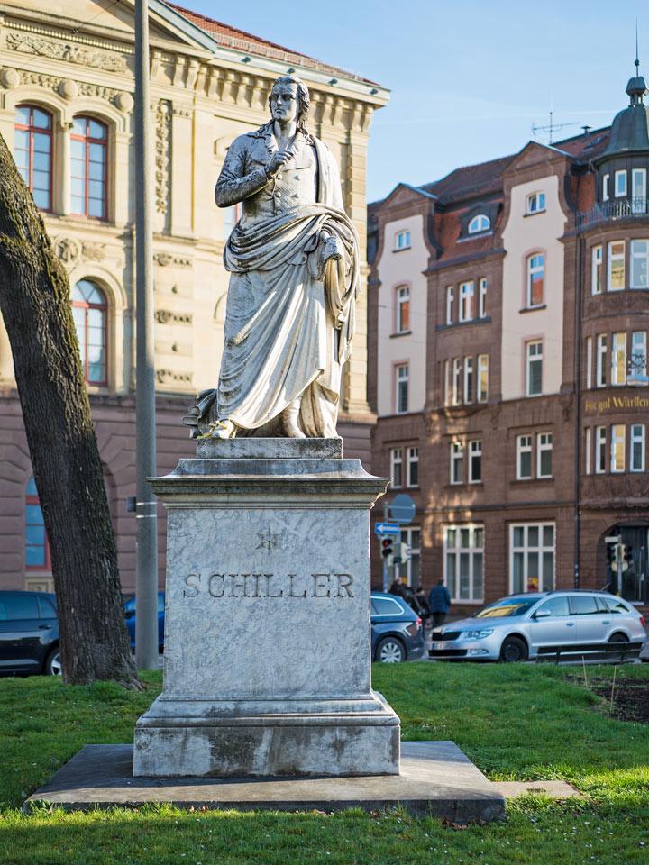 Die Schiller-Statue in Ludwigsburg