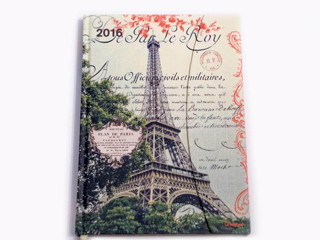 Ein Taschenkalender mit einem Paris-Cover