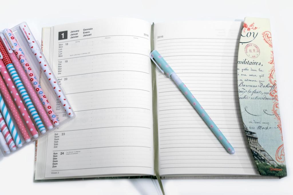 Ein Taschenkalender für 2016 in der Innenansicht