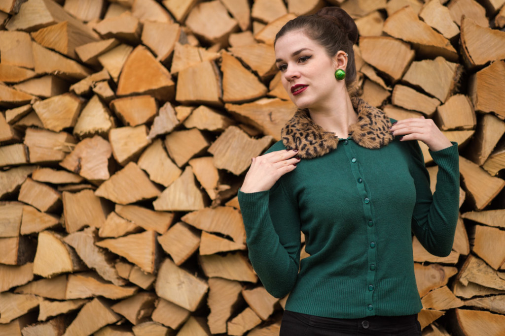 Warm and comfy: A green Cardigan with leo collar by Banned Apparel