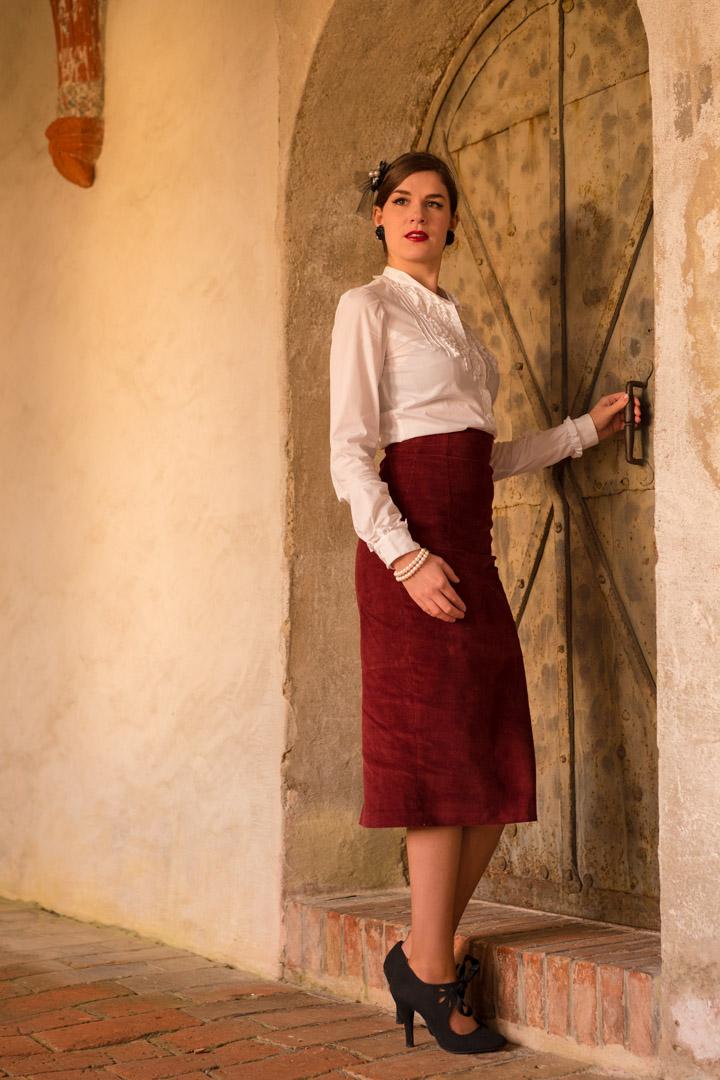 RetroCat in einem klassischen Vintage-Outfit