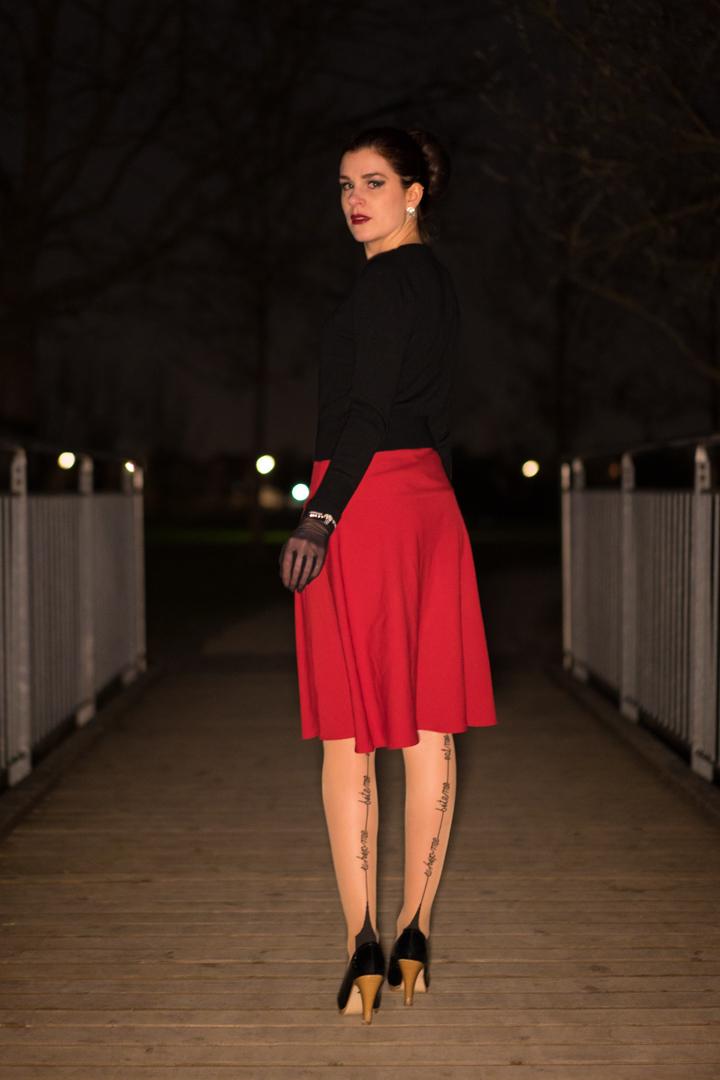RetroCat in einem eleganten Abend-Outfit