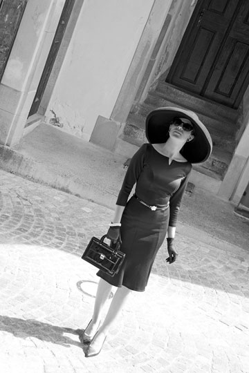 RetroCat in einem Audrey-Hepburn-Look