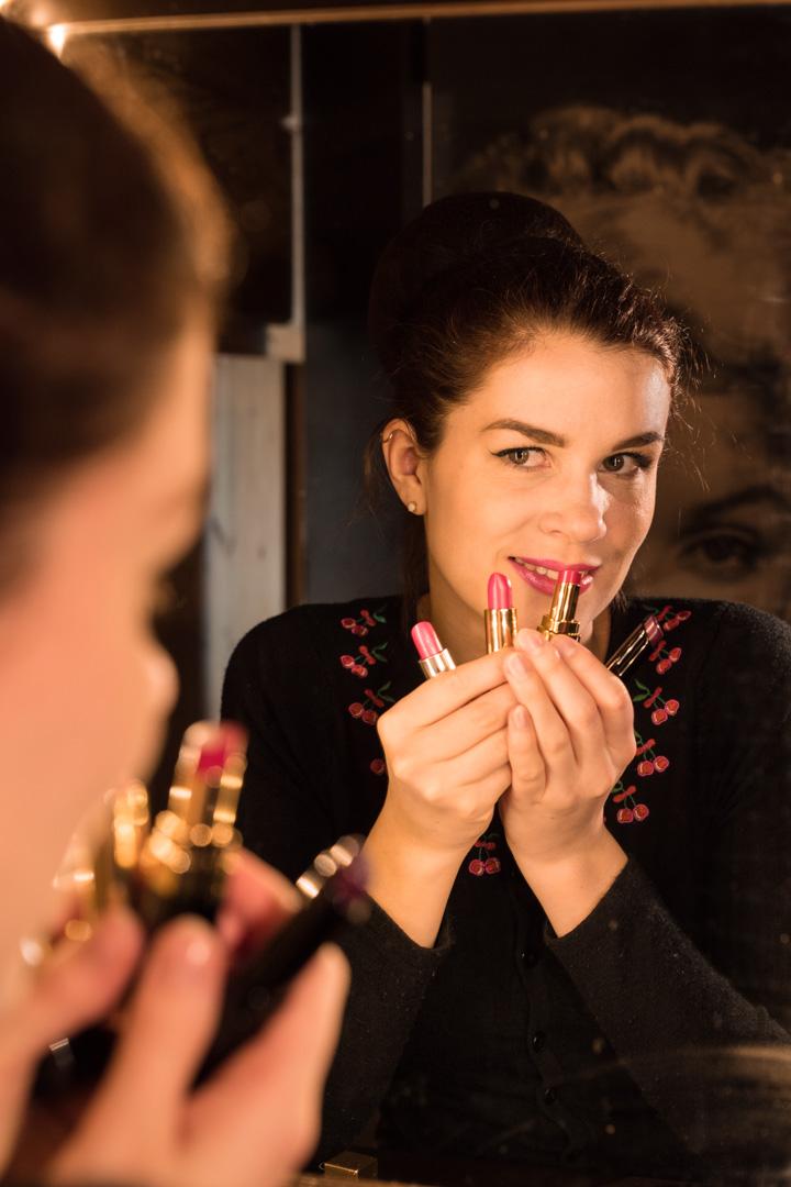 RetroCat mit vier pinken Lippenstiften verschiedener Marken