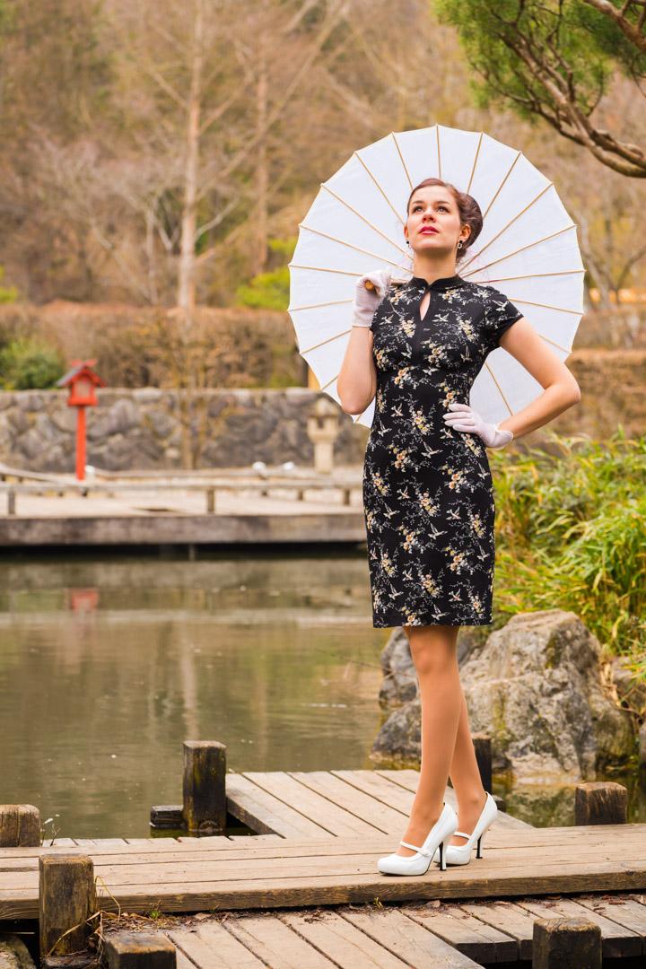 RetroCat in einem Asia-Kleid von Vive Maria