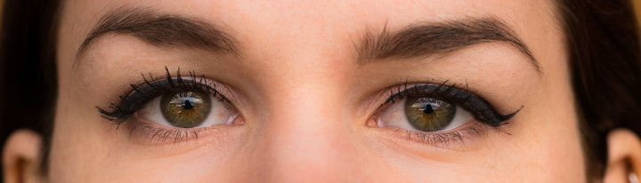 Augen im Vergleich mit und ohne den Diorshow Maximizer