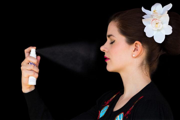 RetroCat beim Test von einem Beauty-Produkt