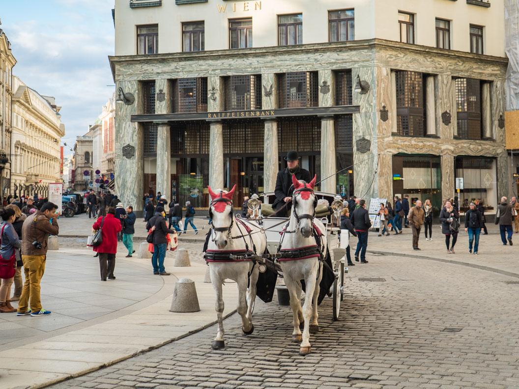 Eine Kutsche in der Innenstadt von Wien