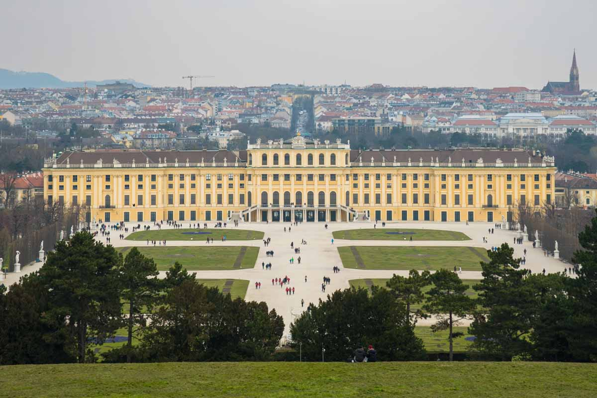 Das atemberaubende Schloss Schönbrunn in Wien