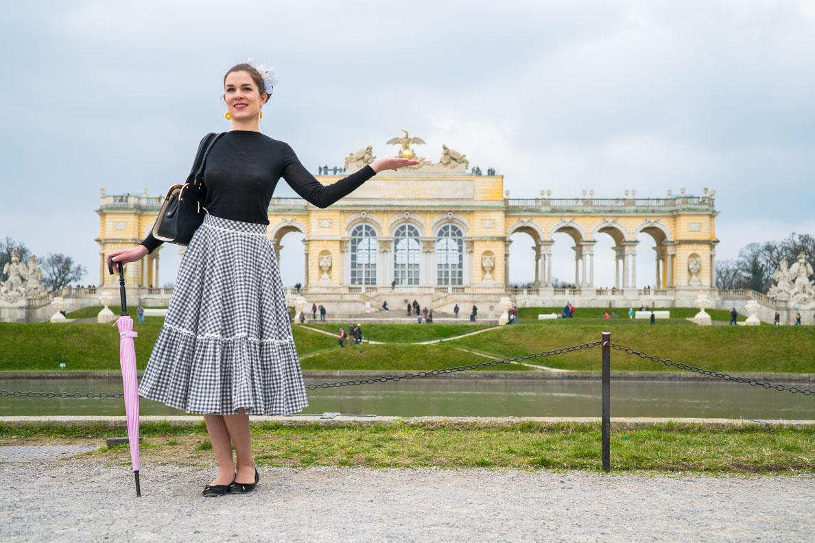 RetroCat vor der Gloriette in Schönbrunn
