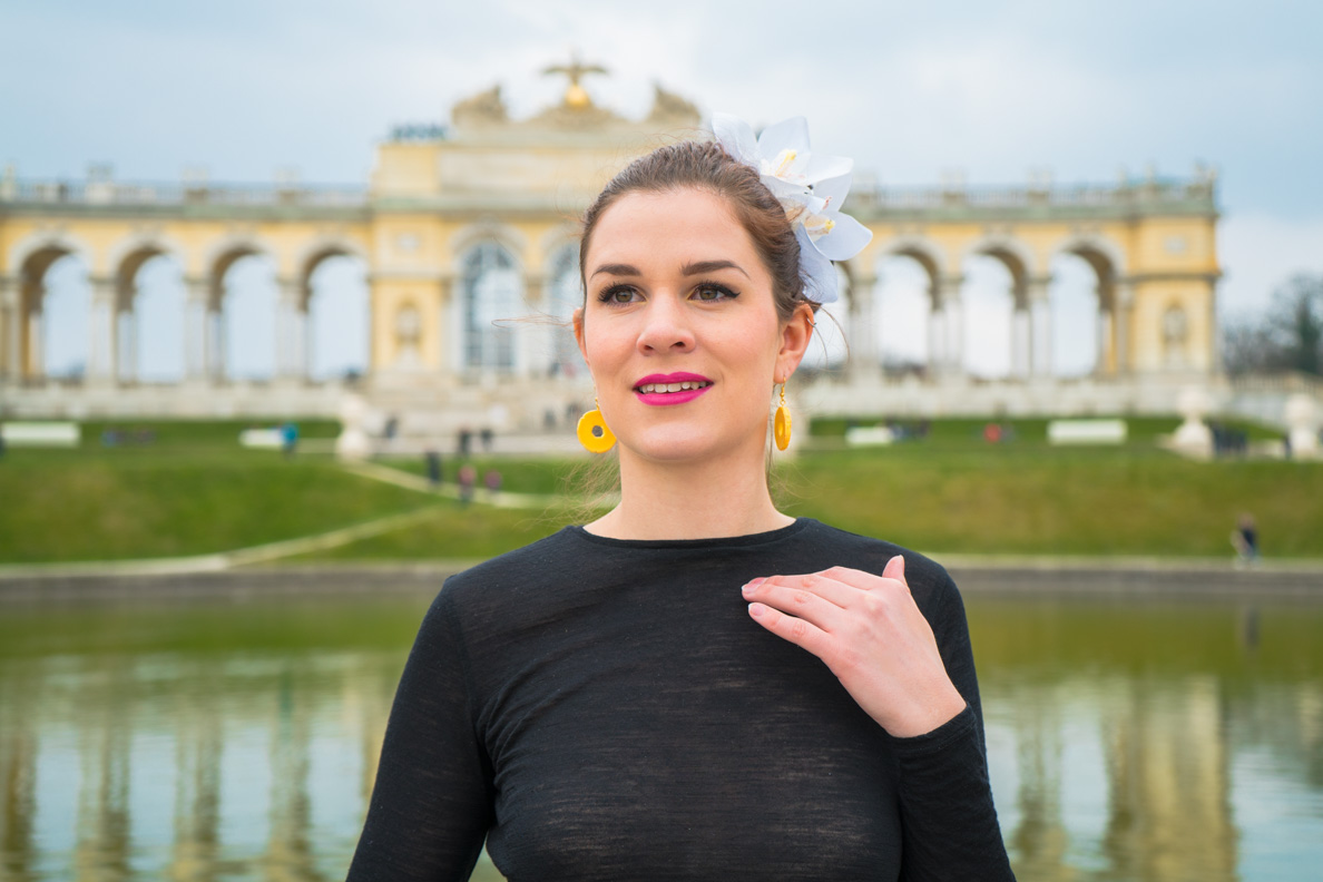 RetroCat vor der Gloriette im Schlosspark Schönbrunn