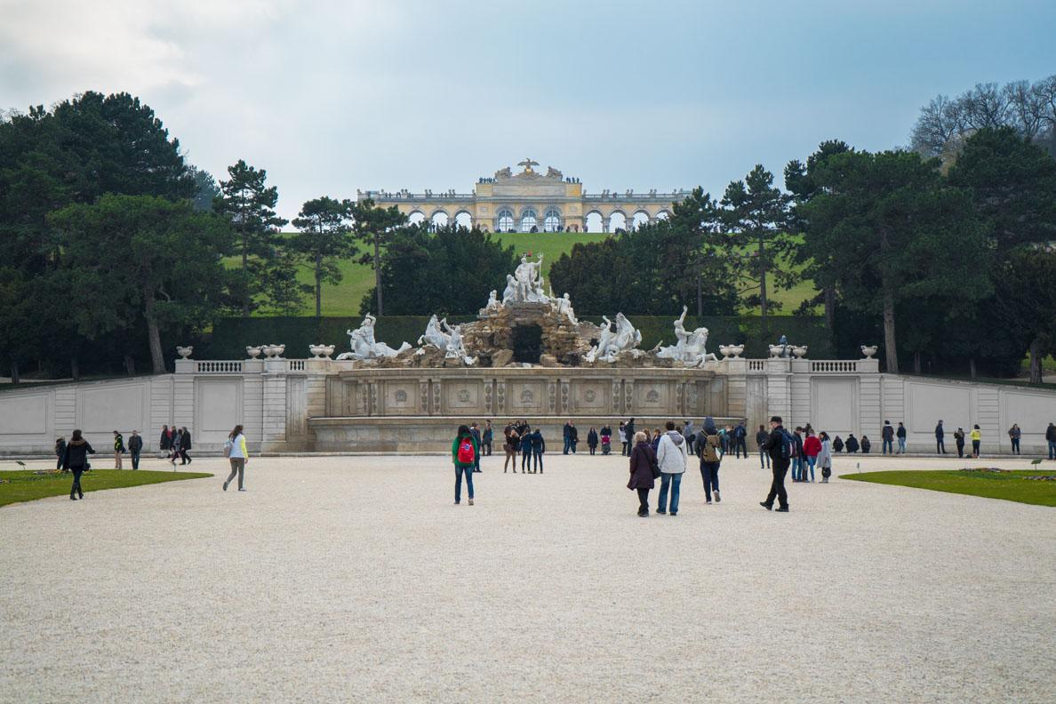 Der Neptunbrunnen und die Gloriette von Schönbrunn