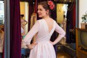 RetroCat in einem hübschen Kleid von Wiener Kreation