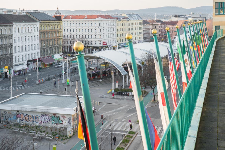 Die Tramstation vor dem Arcotel Wimberger in Wien