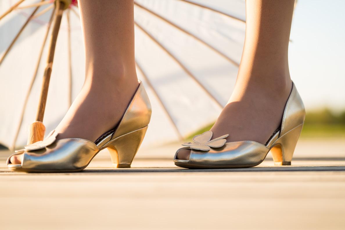 RetroCats goldene Schuhe mit Kleeblatt