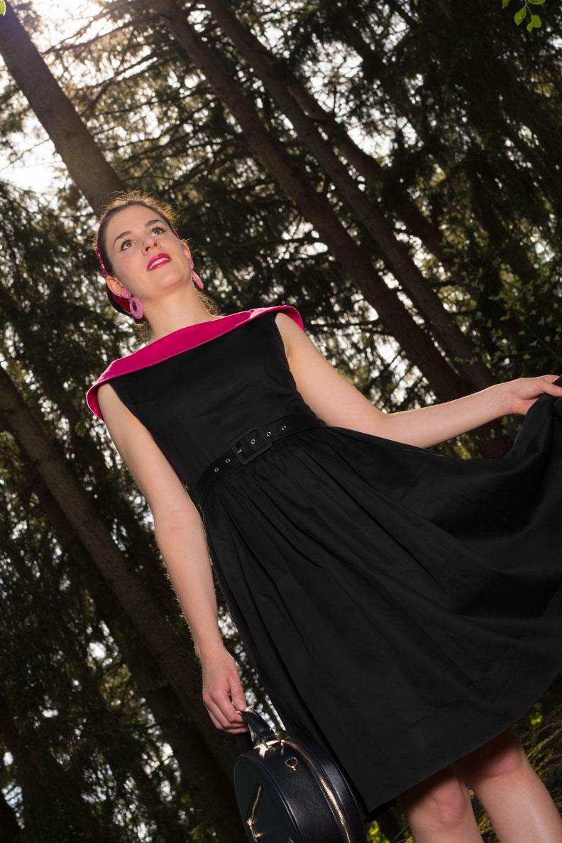 RetroCat in einem schwarzen Retro-Kleid von Dolly and Dotty