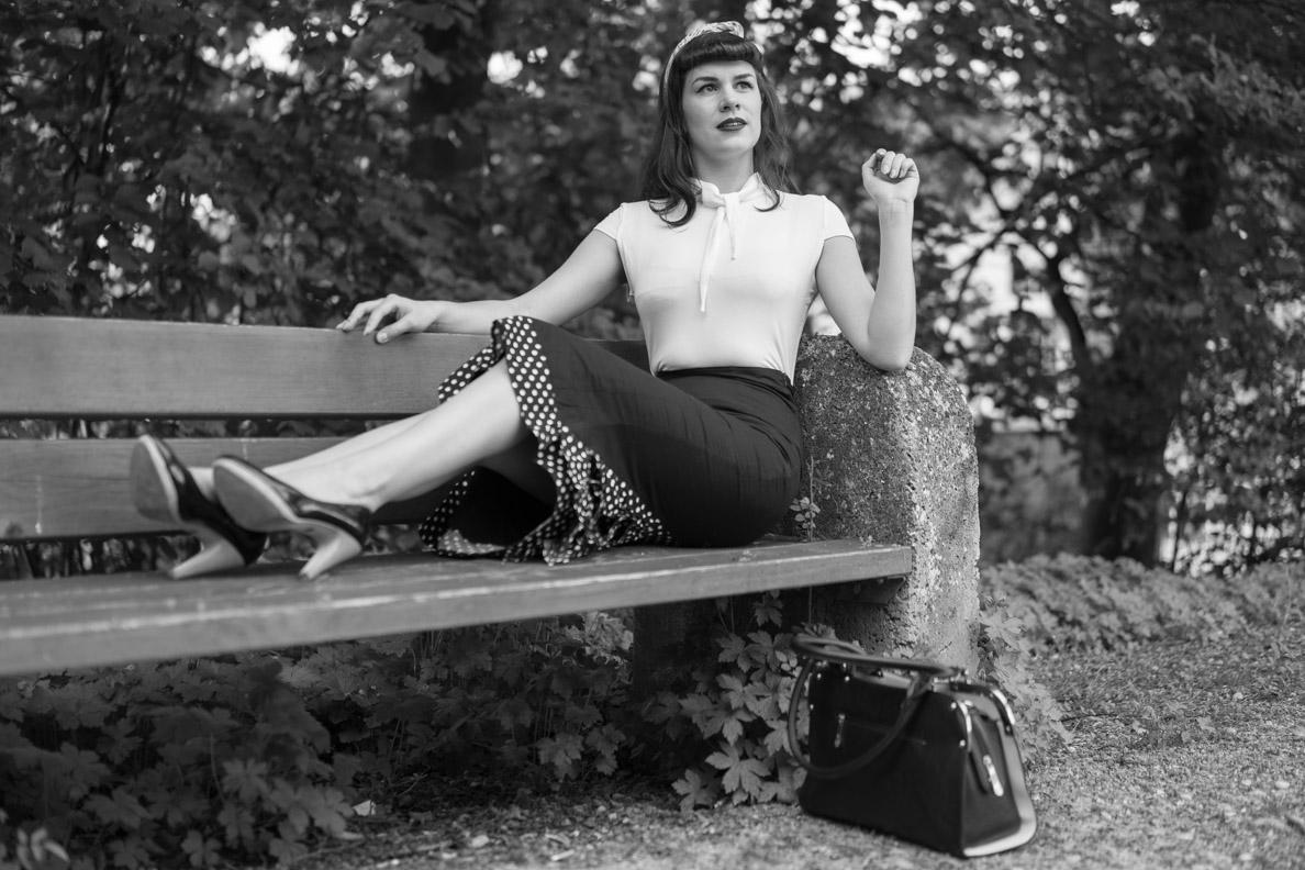 RetroCat in einem Retro-Outfit im Stil der 50er