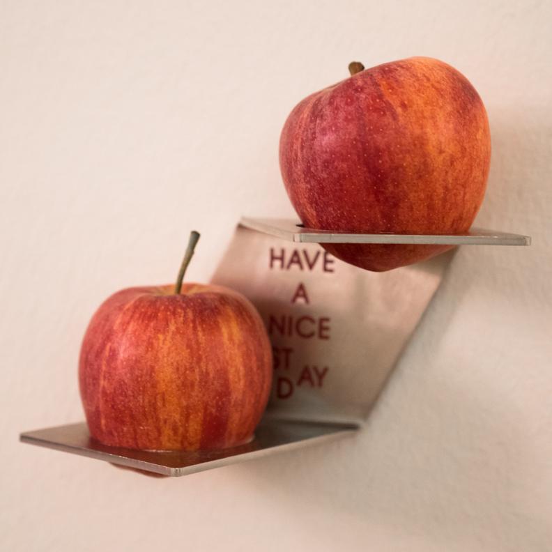 Zwei Äpfel für einen gesunden Snack