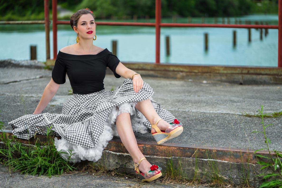 RetroCat mit Tellerrock und weißem Petticoat