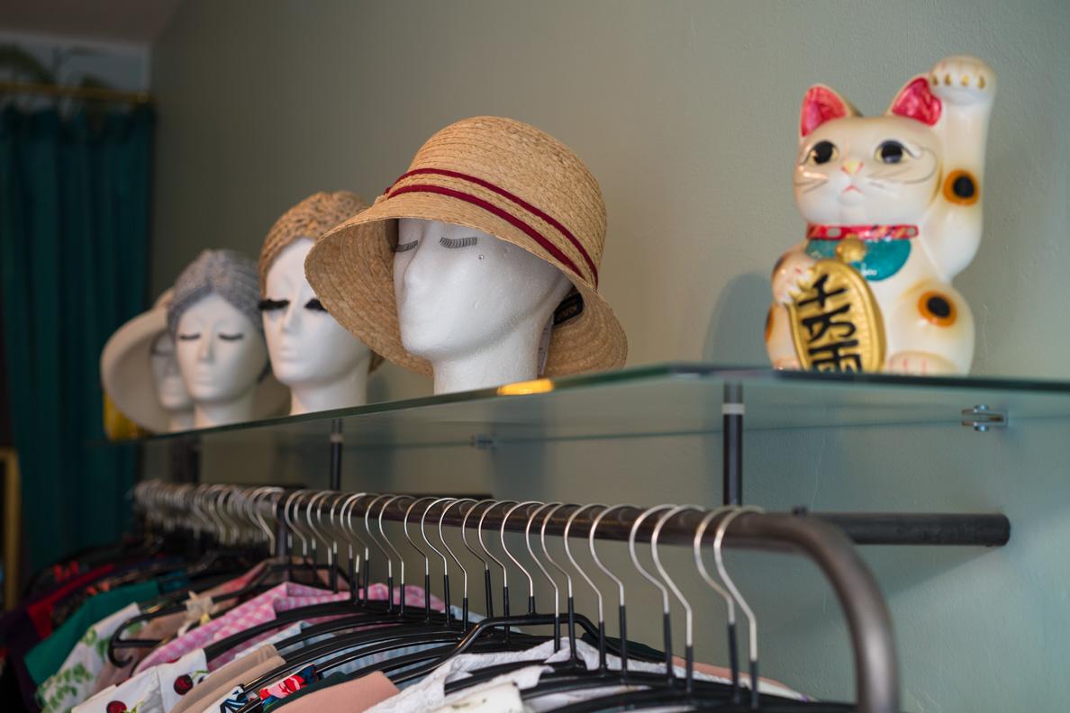 Retro-Hüte bei Maison Chi Chi Vintage in München