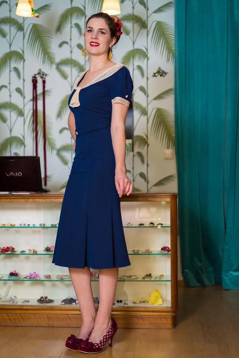 RetroCat in einem 40er-Jahre-Kleid von Stop Staring!
