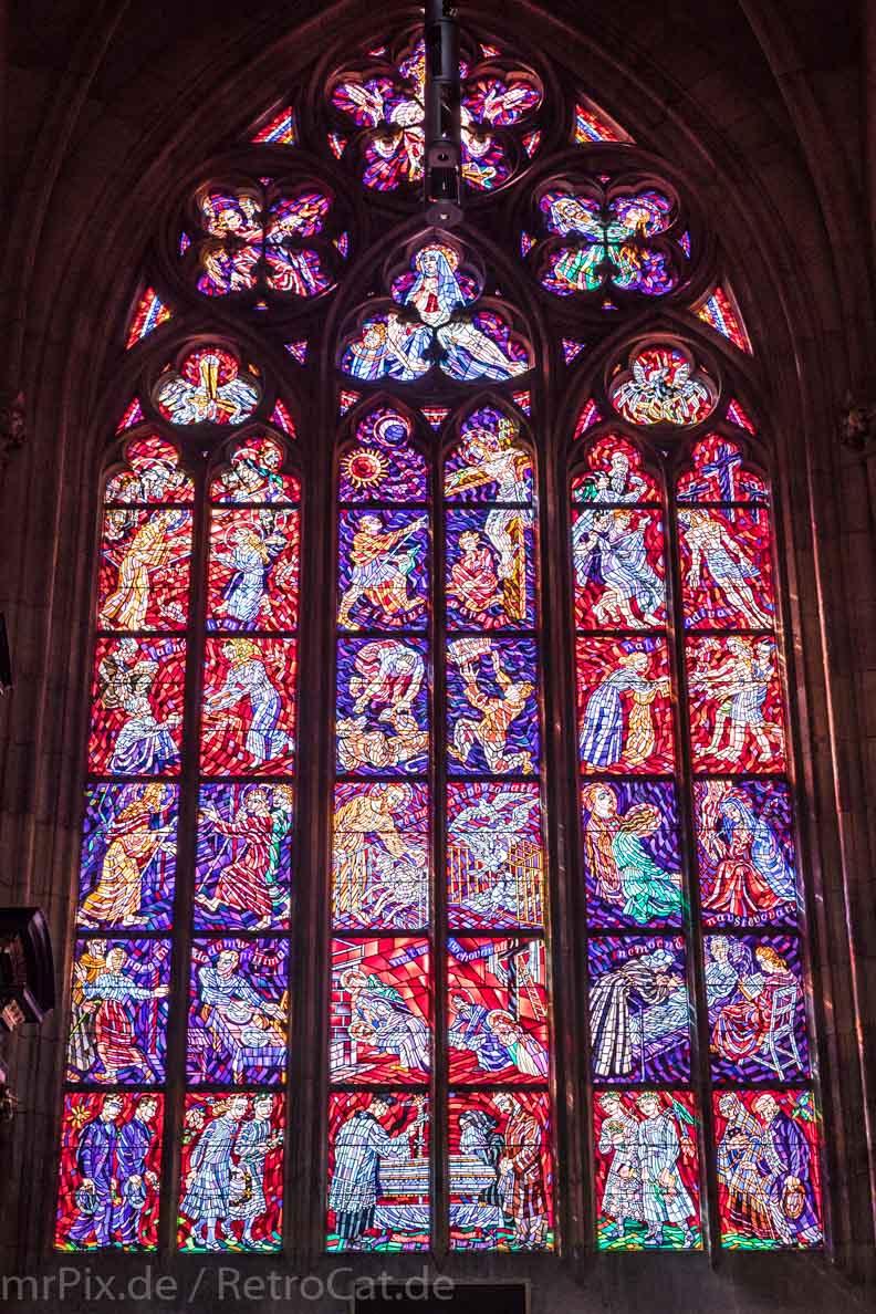 Ein Fenster im Veitsdom in Prag