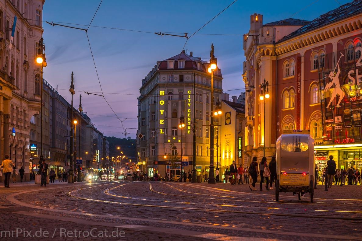 Der Platz der Republik in Prag bei Nacht