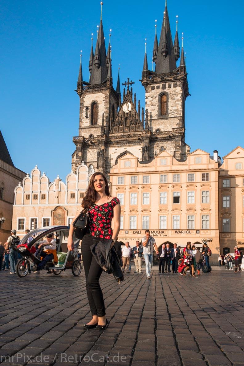 RetroCat vor der Teynkirche in Prag